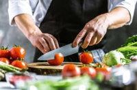Klingenschärfe mit dem Tomatentest: Scharfe Messer auf die Probe stellen