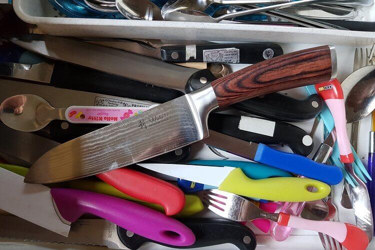 Küchenmesser aus Damaststahl aufbewahren