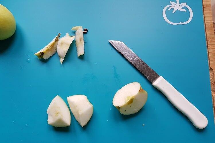 Äpfel für Mus selber schneiden