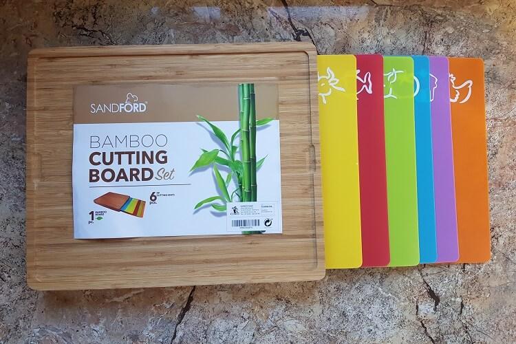 Schneidebrett aus Bambus mit Kunststoffmatten von Sandford im Test